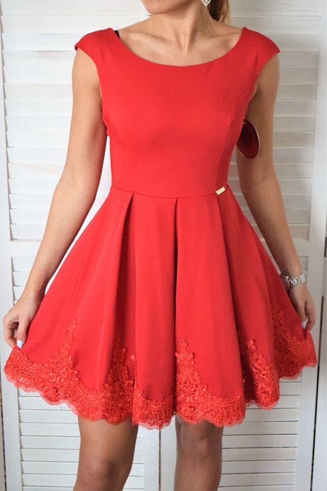 529ec81a4e67 Elegantné šaty lemované krajkou- červené. ZOBRAZIŤ