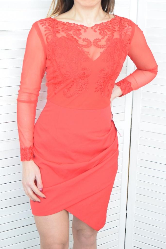 e21aa455b468 Elegantné šaty s čipkovaným vrchným dielom - červené. ZOBRAZIŤ