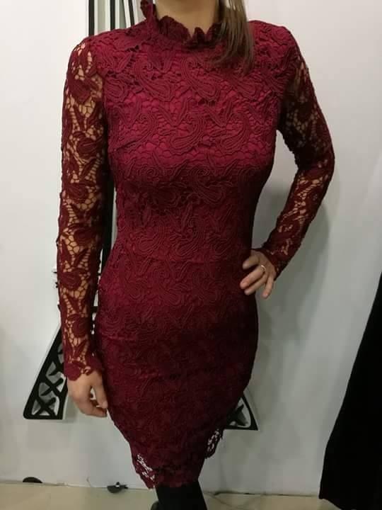 Čipkované šaty s dlhým rukávom. ZOBRAZIŤ 05cce15bea9