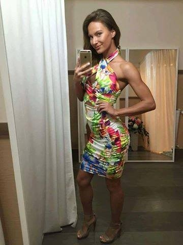 da25ac7264f2 Krátke letné šaty s kvetovanou potlačou 29.90 € s DPH (29.90 € bez DPH)